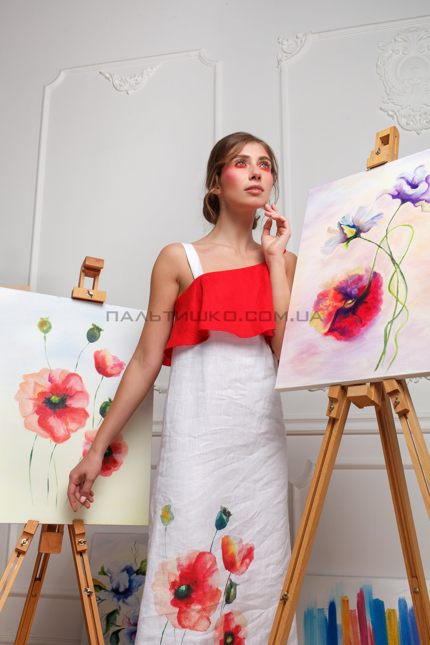 Платье красно-белое с маками