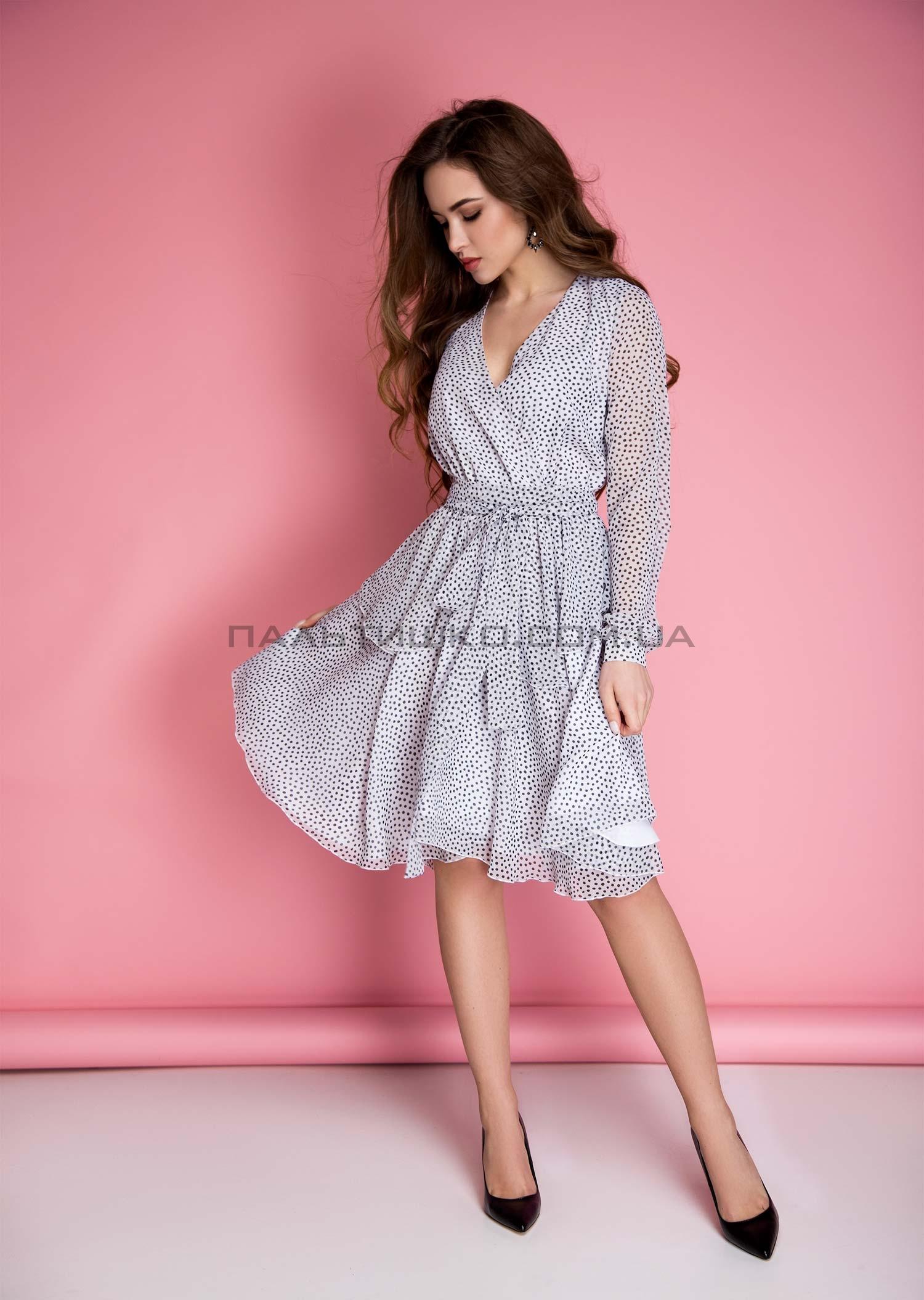 Платье в мелкий горошек с запахом