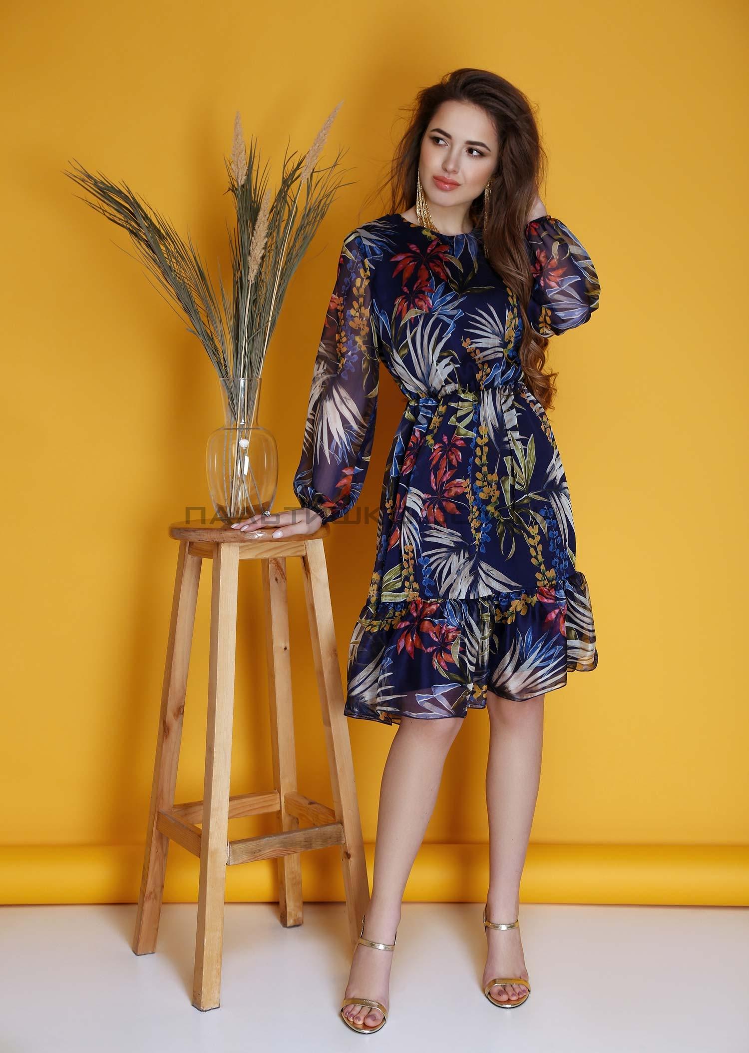 Платье темно-синее с лиственным принтом